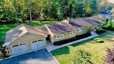 Holmdel Single Family Home For Sale: 5 Manee Place