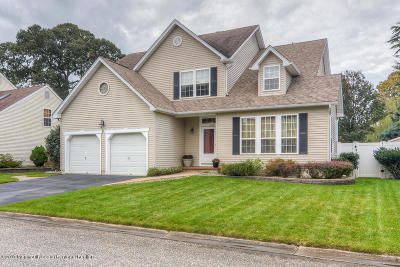 Point Pleasant Single Family Home For Sale: 725 Waterside Court