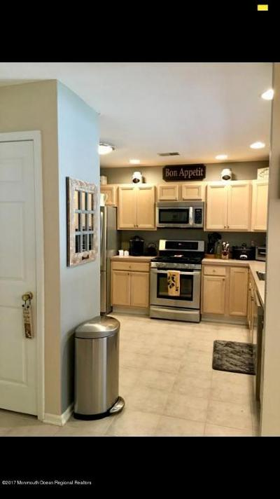Howell Condo/Townhouse For Sale: 196 Crooked Stick Court #1000