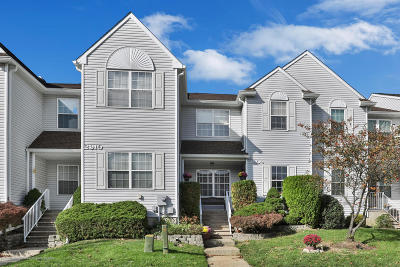 Freehold Condo/Townhouse For Sale: 2909 Smoke House Court