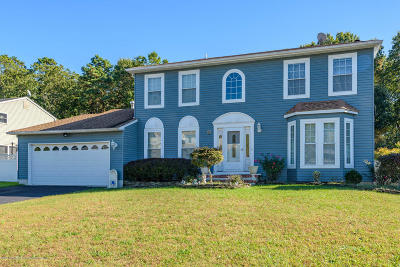 Howell Single Family Home For Sale: 74 Heritage Drive