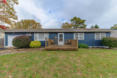 Brick Single Family Home For Sale: 385 Essex Drive