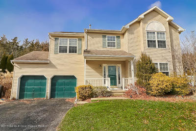 Toms River Single Family Home For Sale: 142 Pin Oak Court