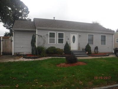 Toms River Single Family Home For Sale: 43 Harbor View Lane