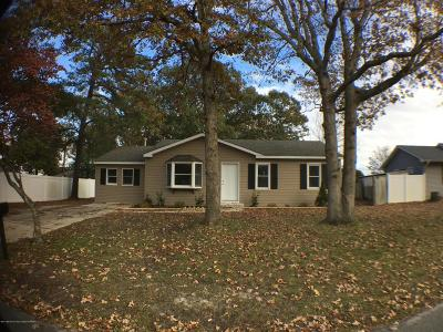 Ocean County Single Family Home For Sale: 741 Clubhouse Drive