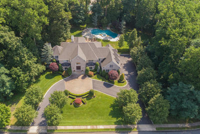 Holmdel Single Family Home For Sale: 2 Red Oak Run