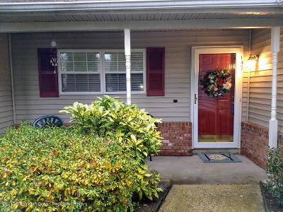 Holmdel Condo/Townhouse For Sale: 147 Yarmouth Court