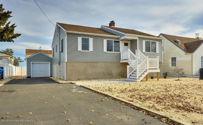 Toms River Single Family Home For Sale: 7 Pine Tree Road