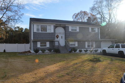 Brick Single Family Home For Sale: 208 Essex Drive