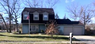 Toms River Single Family Home For Sale: 101 Menlow Court