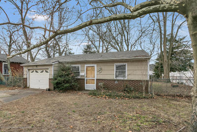 Middletown Single Family Home Under Contract: 27 Carter Avenue