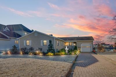 Toms River Single Family Home Under Contract: 68 Blue Heron Drive