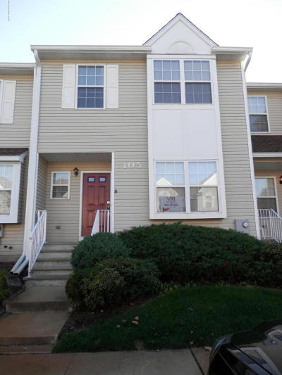 Freehold Condo/Townhouse For Sale: 405 Gaitway Court