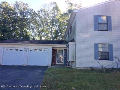 Howell Single Family Home For Sale: 13 Pioneer Drive