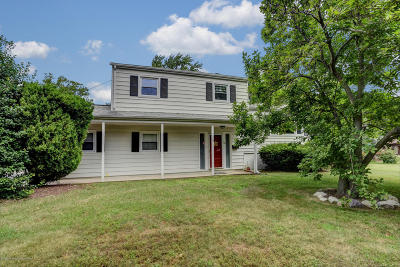 Middletown Single Family Home For Sale: 53 Cherry Tree Farm Road