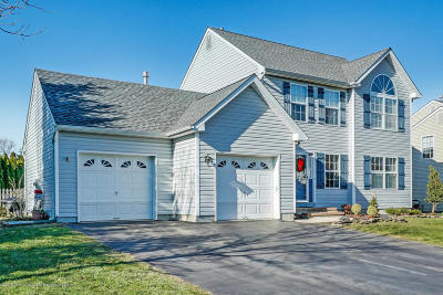 Howell Single Family Home For Sale: 10 Crater Lake Road