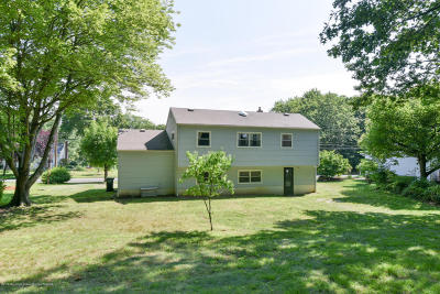 Holmdel Single Family Home Under Contract: 27 Chestnut Ridge Road