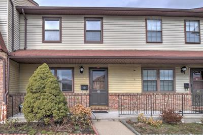 Hazlet Condo/Townhouse For Sale: 40 Village Green Way