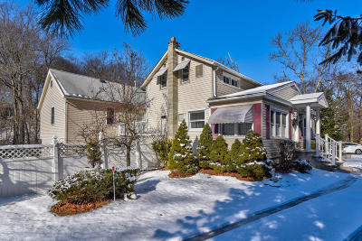 Holmdel Single Family Home For Sale: 844 Holmdel Road