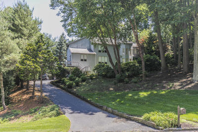 Holmdel Single Family Home For Sale: 7 Jayhawk Way