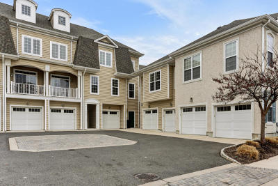 Middletown Condo/Townhouse Under Contract: 411 April Way