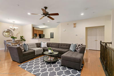 Middletown Condo/Townhouse Under Contract: 408 April Way