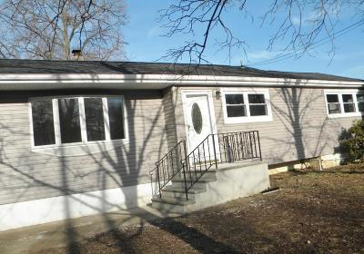 Hazlet Single Family Home For Sale: 49 Parkview Drive