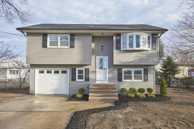 Middletown Single Family Home Under Contract: 7 Carolina Avenue