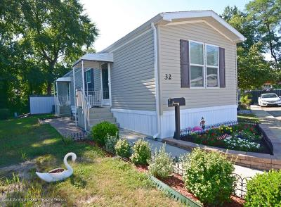 Hazlet Single Family Home For Sale: 32 Locust Grove Grove