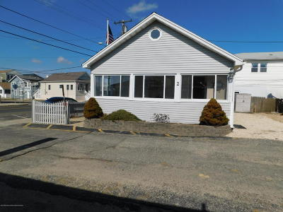 Point Pleasant Beach Single Family Home For Sale: 2 Beachcomber Lane #7-2