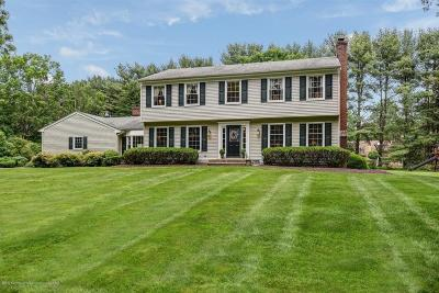 Holmdel Single Family Home Continue To Show: 7 Old Farm Road