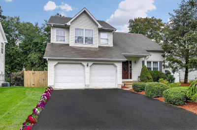 Howell Single Family Home For Sale: 16 Higgins Court