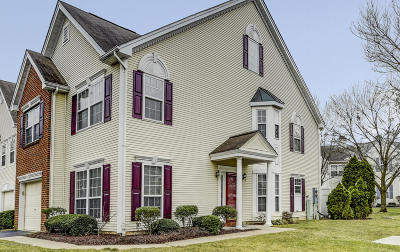 Holmdel Condo/Townhouse For Sale: 5 Oxford Road