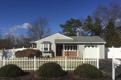 Point Pleasant Single Family Home For Sale: 142 Smith Circle