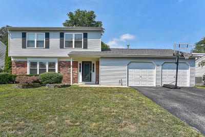 Howell Single Family Home For Sale: 55 Sweetbriar Trail