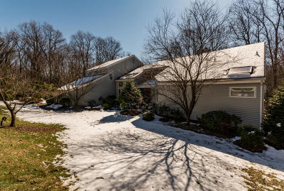 Holmdel Single Family Home For Sale: 20 Oakcrest Court