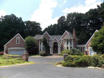 Holmdel Single Family Home For Sale: 9 Oakwood Court
