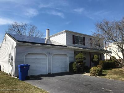 Toms River Single Family Home For Sale: 212 Hamilton Drive