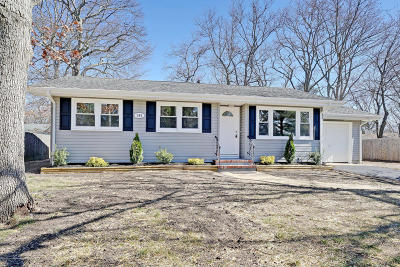 Toms River Single Family Home For Sale: 382 River Terrace