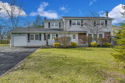 Howell Single Family Home For Sale: 34 Meadowbrook Drive