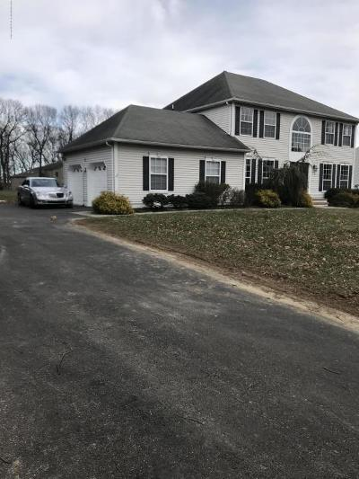 Freehold Single Family Home For Sale: 2 Sunrise Drive
