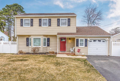 Toms River Single Family Home For Sale: 94 Oak Tree Lane