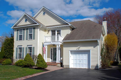 Hazlet Single Family Home For Sale: 13 Maple Drive