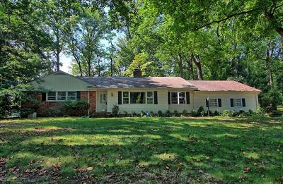 Holmdel Single Family Home For Sale: 1 Blue Hills Drive