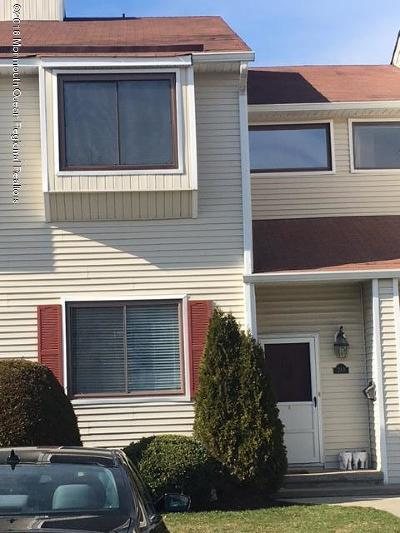 Middletown Condo/Townhouse Under Contract: 283 Clubhouse Drive
