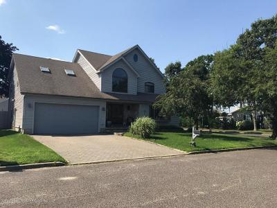 Point Pleasant Single Family Home For Sale: 1615 Calamus Place