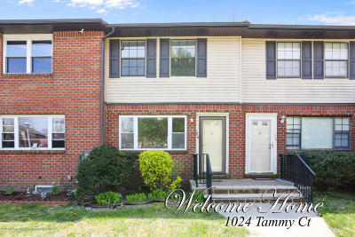Brick Townhouse For Sale: 1024 Tammy Court