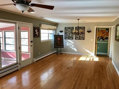 Holmdel Single Family Home For Sale: 6 White Birch Lane