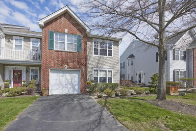 Freehold Condo/Townhouse Under Contract: 66 Picket Place #1000