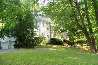 Holmdel Single Family Home For Sale: 2 Jockey Hollow Court
